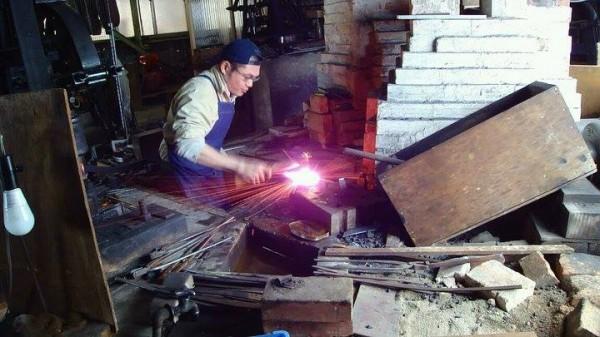 越前鍛冶工房いわ井 岩井丈さん